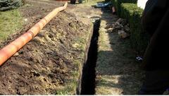Копаем канализацию траншеи сливные ямы септики фундаменты погреба