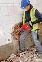 Полная очистка стен потолков от штукатурки краски извести обоев плитки бетоновырубка резка бетона
