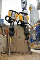 Oferim chirie ciocane Demolatoare oferim servici demolarea betonului